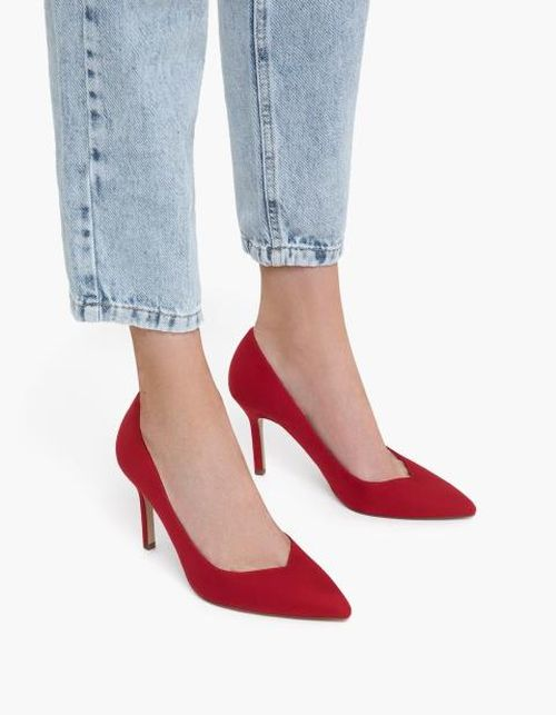 Crvene štikle i traperice